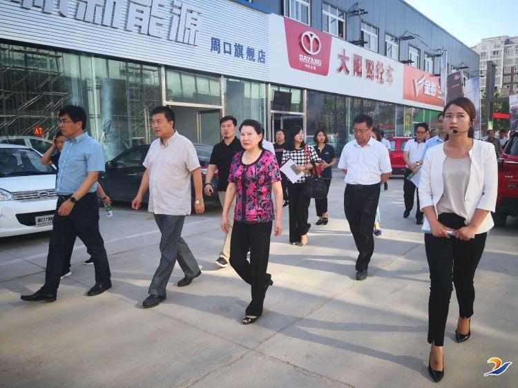 市政协副主席李海燕一行到千赢国际qy88新能源汽车城进行调研