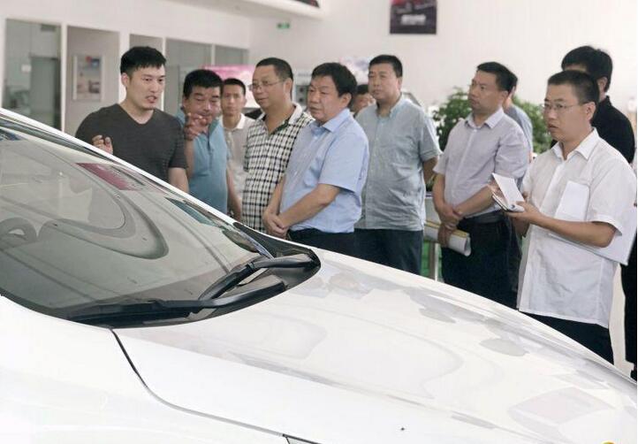 川汇区区长李宗喜一行到新凤凰彩票网登陆新能源汽车城视察